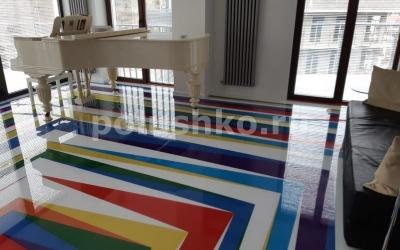 Наливной пол с разноцветными линиями