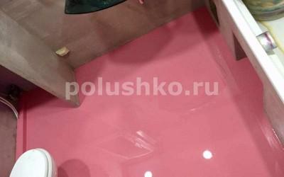 Розовый наливной пол в ванной
