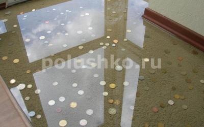 монетки залиты прозрачным наливным полом