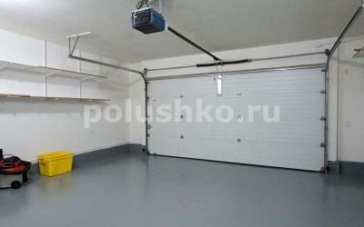пол в гараже серый