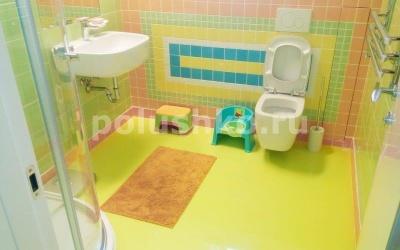 Жёлтый наливной пол в ванной фото