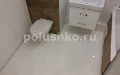 Белый наливной пол в ванной