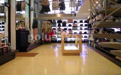 Наливной пол в магазине одежды