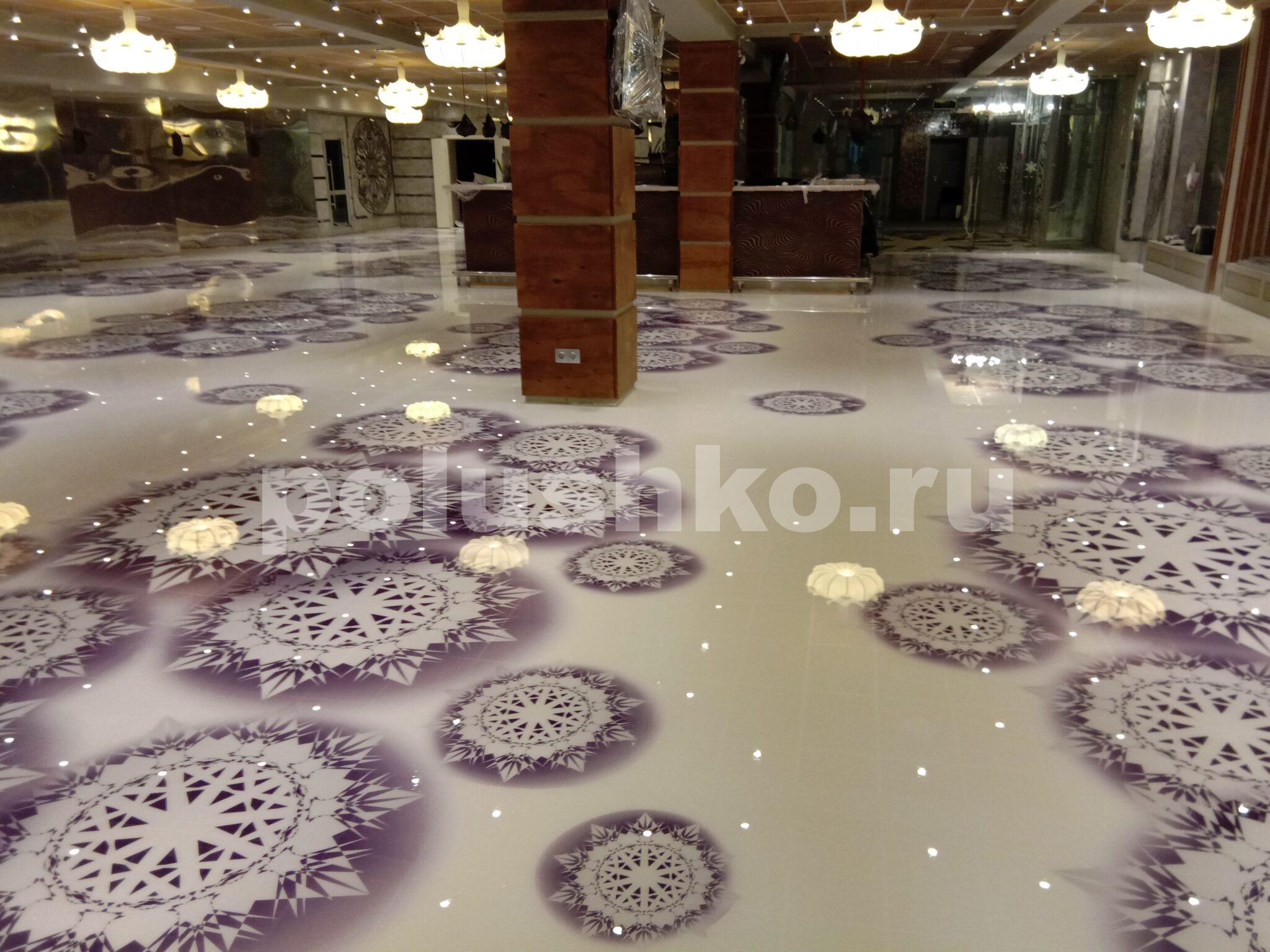 белый наливной пол со снежинками в ресторане