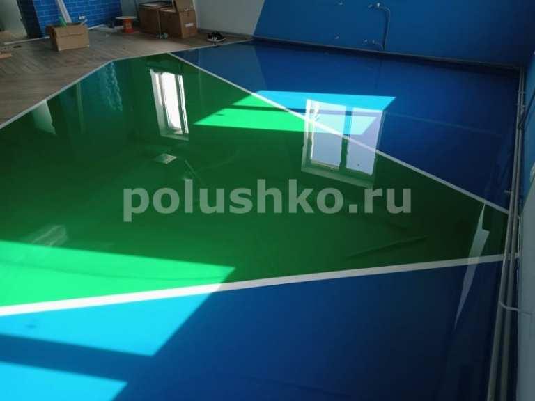 Наливной пол с разметкой в теннисном клубе