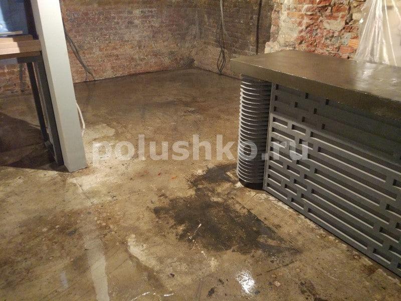 наливной пол в лофте кафе винил и вино 2