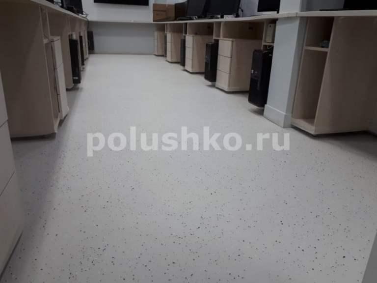 Наливной пол в офисе с флоками
