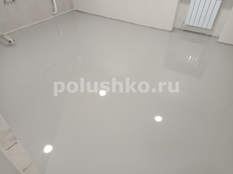 Серый полимерный пол в подвале дома