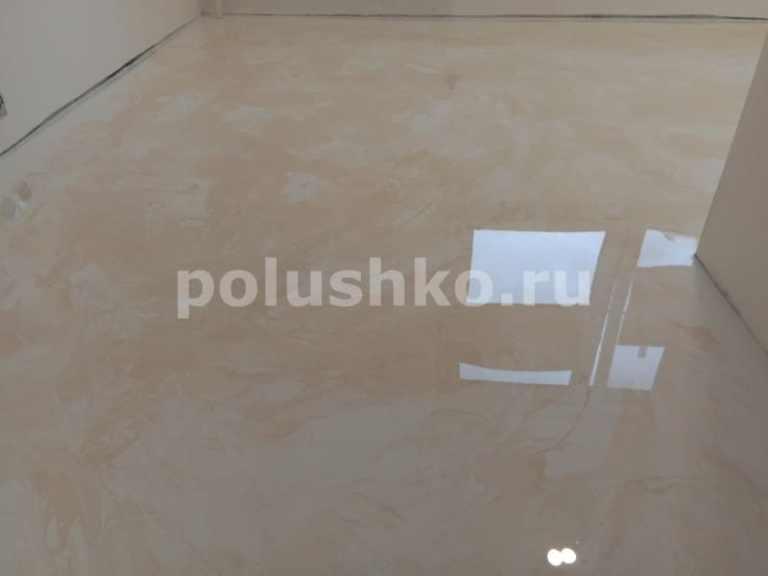 Наливной пол под мрамор на кухне