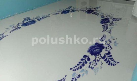 Наливной пол в гостиной белый с узором
